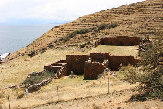 ruiner av flickkloster på torr ö